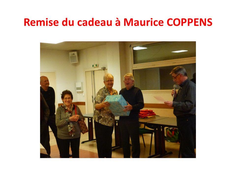 Remise du cadeau à Maurice COPPENS