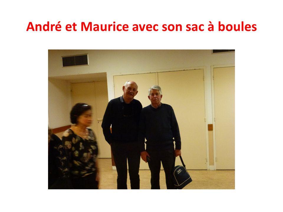 André et Maurice avec son sac à boules