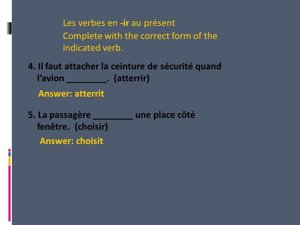 4. Il faut attacher la ceinture de sécurité quand lavion ________.