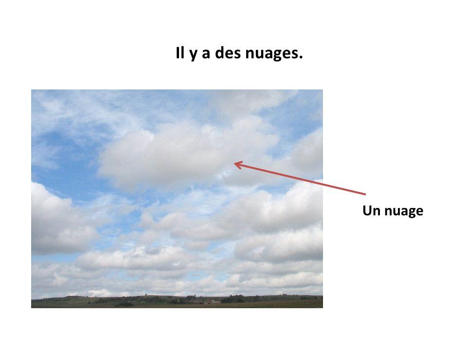 Il y a des nuages. Un nuage