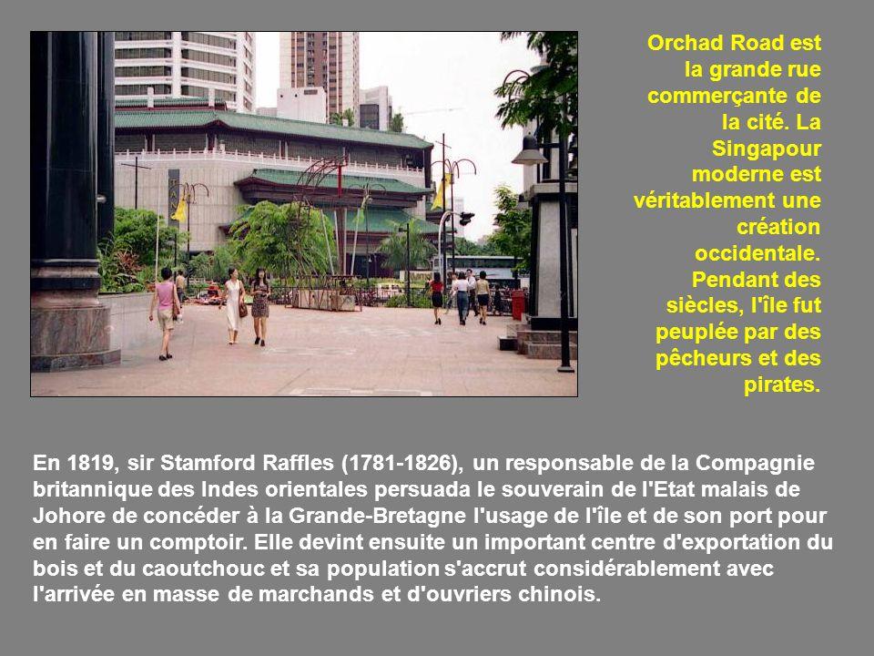 Intérieur d un temple bouddhiste chinois.En 1959, Singapour devint un Etat autonome.