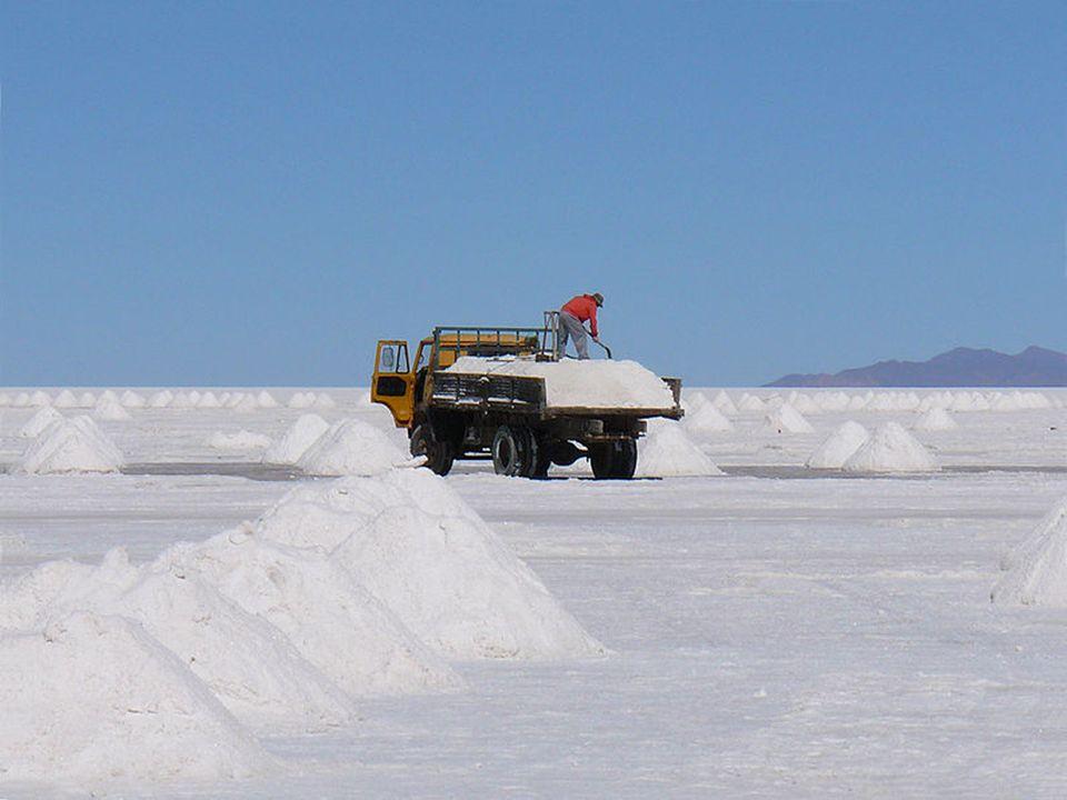 Le sel est exploité, mais la production annuelle d'environ 25 000 tonnes ne risque pas d'épuiser les 10 milliards de tonnes estimées du gisement.