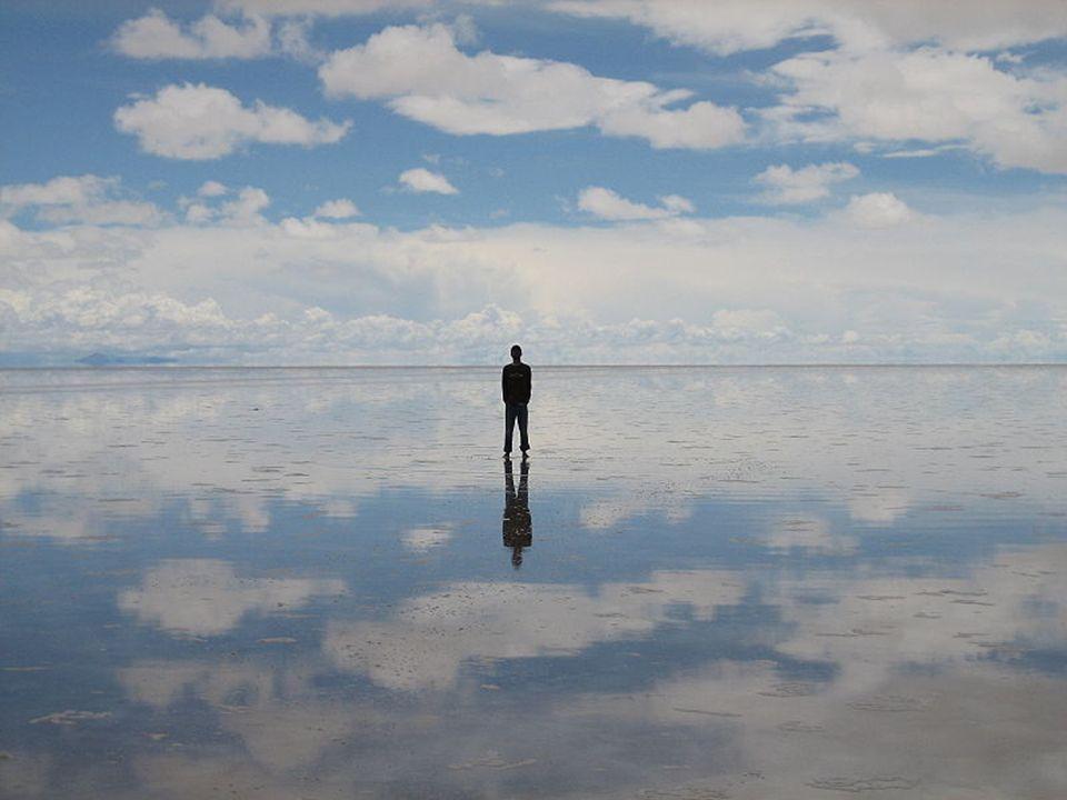 Le salar est en général source d hallucinations visuelles : l étendue si grande et si plate du plateau provoque en effet une distorsion des distances