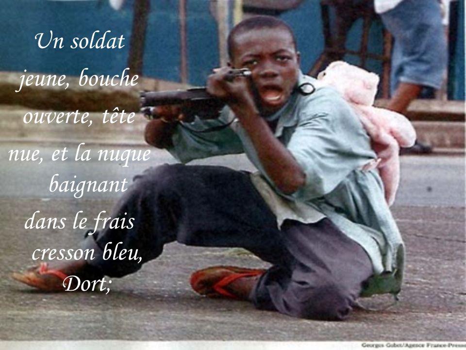 Un soldat jeune, bouche ouverte, tête nue, et la nuque baignant dans le frais cresson bleu, Dort;