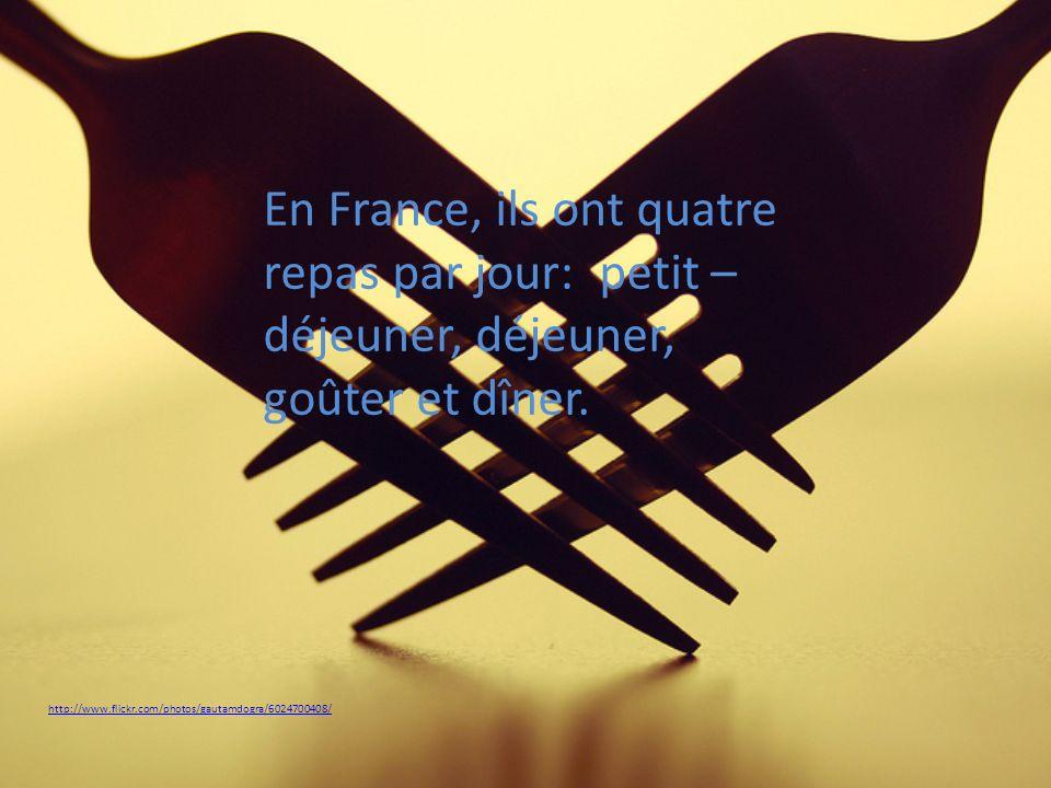 http://www.flickr.com/photos/gautamdogra/6024700408/ En France, ils ont quatre repas par jour: petit – déjeuner, déjeuner, goûter et dîner.