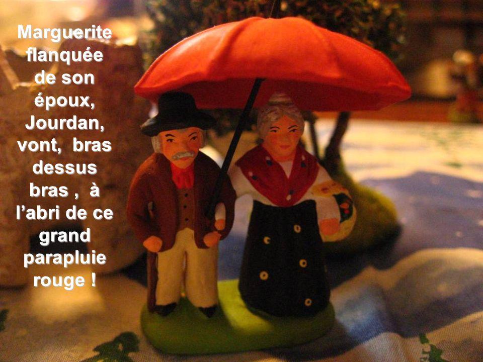 Marguerite flanquée de son époux, Jourdan, vont, bras dessus bras, à labri de ce grand parapluie rouge !