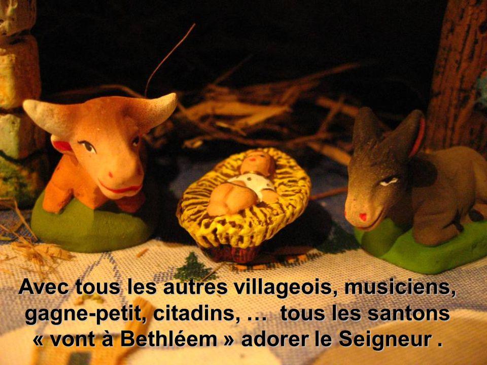 Avec tous les autres villageois, musiciens, gagne-petit, citadins, … tous les santons « vont à Bethléem » adorer le Seigneur.