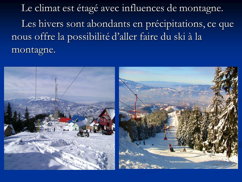 Le climat est étagé avec influences de montagne. Le climat est étagé avec influences de montagne. Les hivers sont abondants en précipitations, ce que