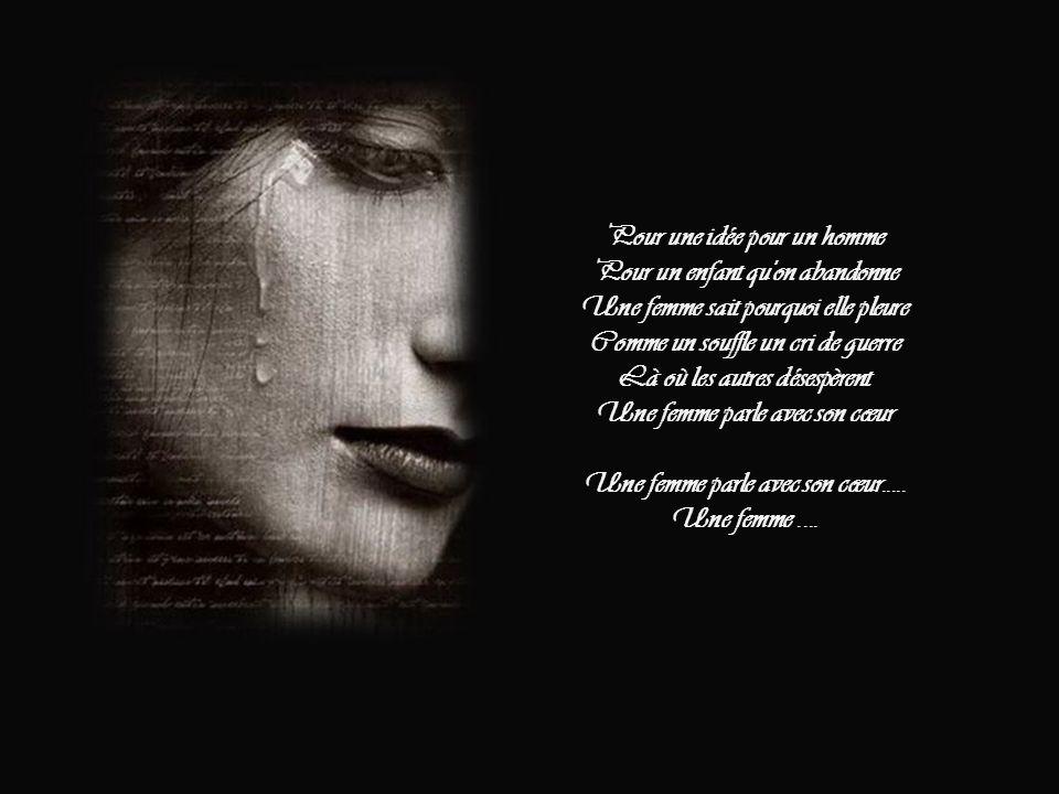 Là où les autres pourraient se taire Une femme parle avec son cœur Elle refait le monde Au feu d'un idéal Pour qu'a l'amour succombe Les fleurs du mal