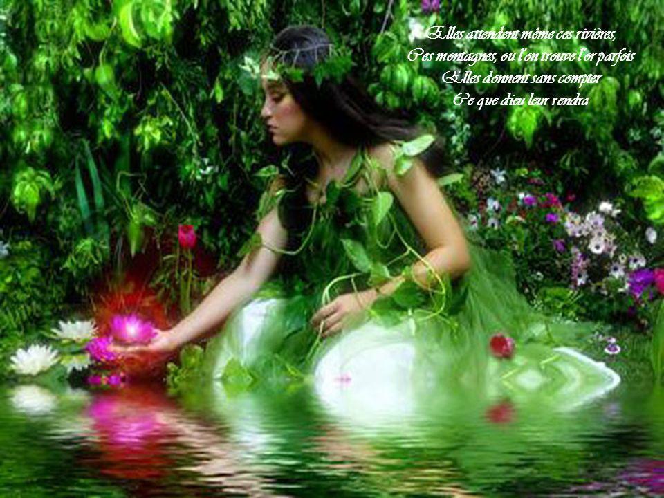 Au bord d'un fleuve au fond d'un vieux village Elles s'agenouillent en prière Comme un roseau se lance du fond d'un marécage Elles cherchent un peu de