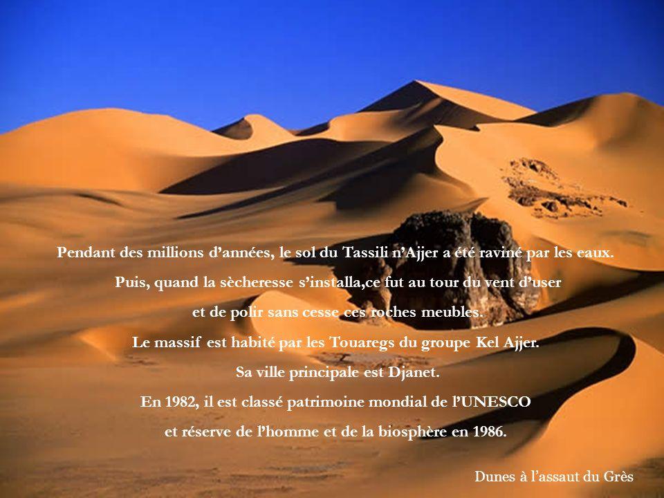 Le tassili nAjjer est un massif montagneux situé au sud-est de lAlgérie, haut plateau aride constitué de grès,à plus de 1000 m daltitude et sétendant au centre du Sahara sur 50 à 60 Km dest en ouest, et sur 800 Km du nord au sud, soit une superficie de près de 120 000 Km²