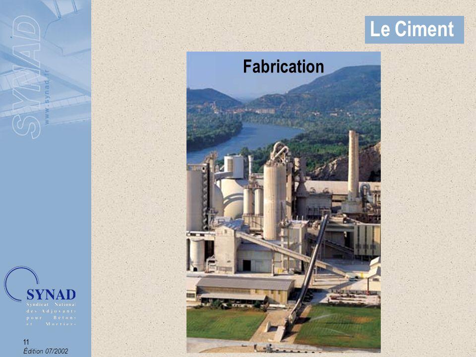 Édition 07/2002 12 Le Ciment Exemple de dénomination CEM II / B - M (S-V) 42,5N PM-ES-CP2* Famille de ciments Il existe : CEM I : ciment Portland CEM II : ciment Portland composé CEM III : ciment de haut fourneau CEM IV : ciment pouzzolanique CEM V : ciment au laitier et aux cendres Quantité de constituants principaux autres que le clinker (en % dajout) A : de 6 à 20% B : de 21 à 35 % C : de 36 à 65 % (laitier pour les CEM III) Ciment avec au moins 2 constituants principaux autres que le clinker Noms des constituants principaux S : laitier granulé de hauts fourneaux V : cendres volantes siliceuses W : cendres volantes calciques L ou LL : calcaire (en fonction du taux de carbone organique) D : fumée de silice P ou Q : matériaux pouzzolaniques T : Schiste calciné Classes de résistance (résistance caractéristique minimum à 28 jours exprimée en MPa) : 32,5 ou 42,5 ou 52,5 Sous-classes de résistance (résistance caractéristique minimum à 2 jours exprimée en MPa).