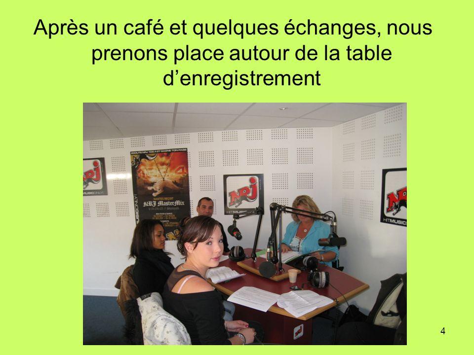 4 Après un café et quelques échanges, nous prenons place autour de la table denregistrement