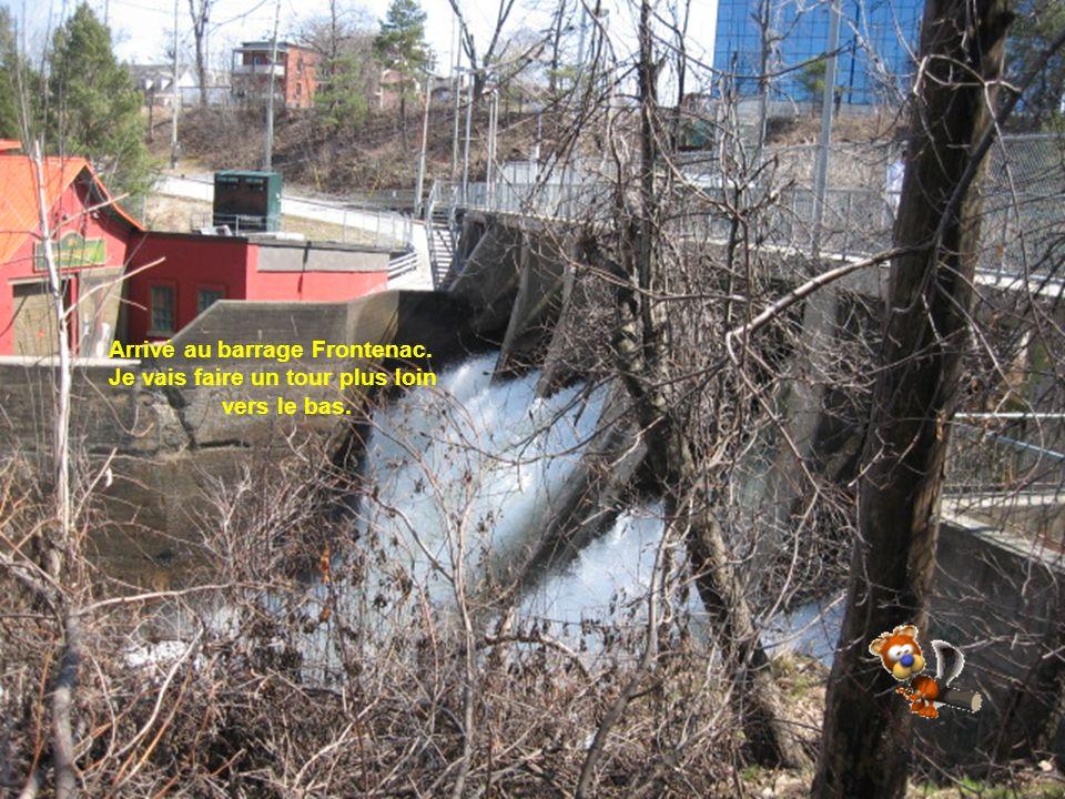 Quelques Graffitis Et quelques crevasses se sont formées cet hiver, il faut être prudent à cet endroit mais une bonne enjambée suffit et elles ne sont pas trop profondes.
