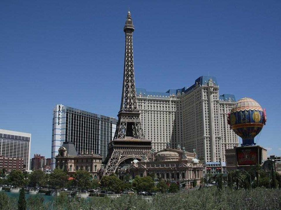 HOTEL PARIS Le thème de cet hôtel-casino de la ville de Paris, comprend une réplique de la Tour Eiffel, dont la taille est la moitié de l'original, un