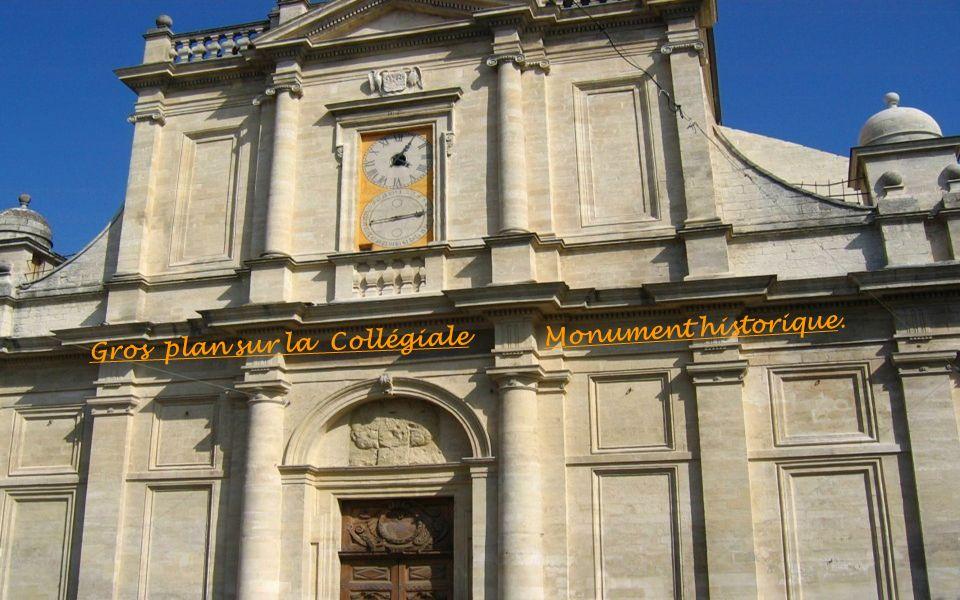 Gros plan sur la Collégiale Monument historique.