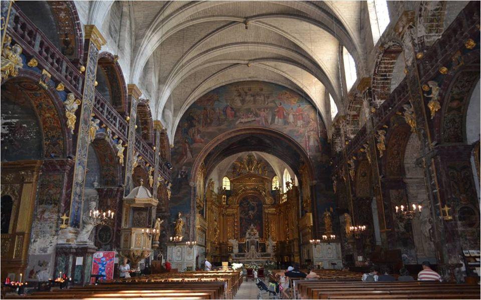 La collégiale Notre Dame des Anges, construite au XIIe siècle.