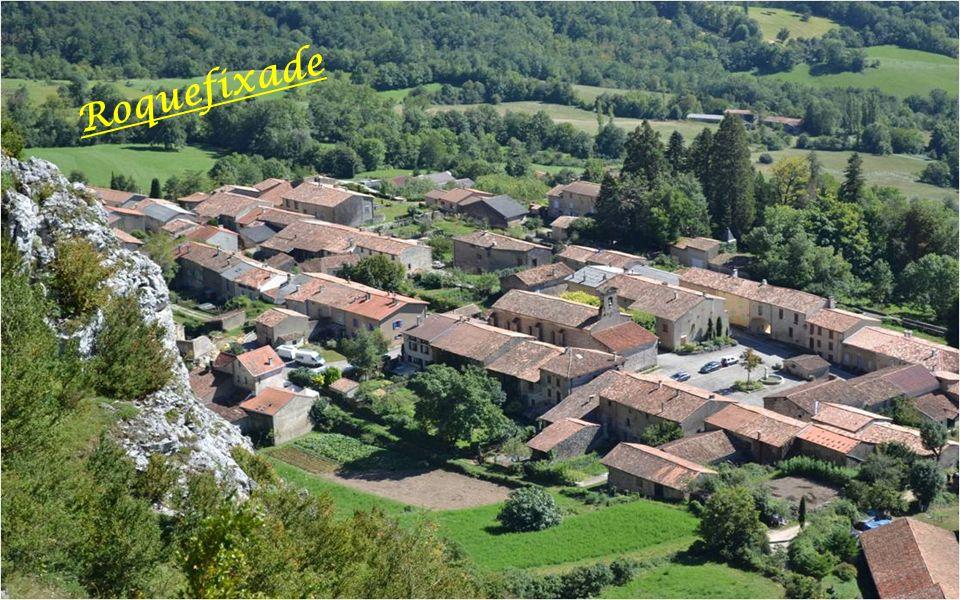 Roquefixade en occitan Languedocien :(Rocca-Fissada ) est une commune française située dans le département de LAriège et de la région Midi-Pyrénées.