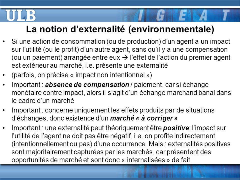 Cas dune externalité consommation-consommation Considérant 2 voisins, A est suisse et joue la corne des Alpes, B déteste la Suisse (et donc la corne des Alpes); U A = U A (M A, S A ) et U B = U B (M B, S A ) avec M=bien-être et S=heures que A joue la corne par semaine S EUR P* S* S1S1 MBMEC MB = courbe de bénéfice marginal de A; MEC = courbe de coûts marginaux pour B, i.e.
