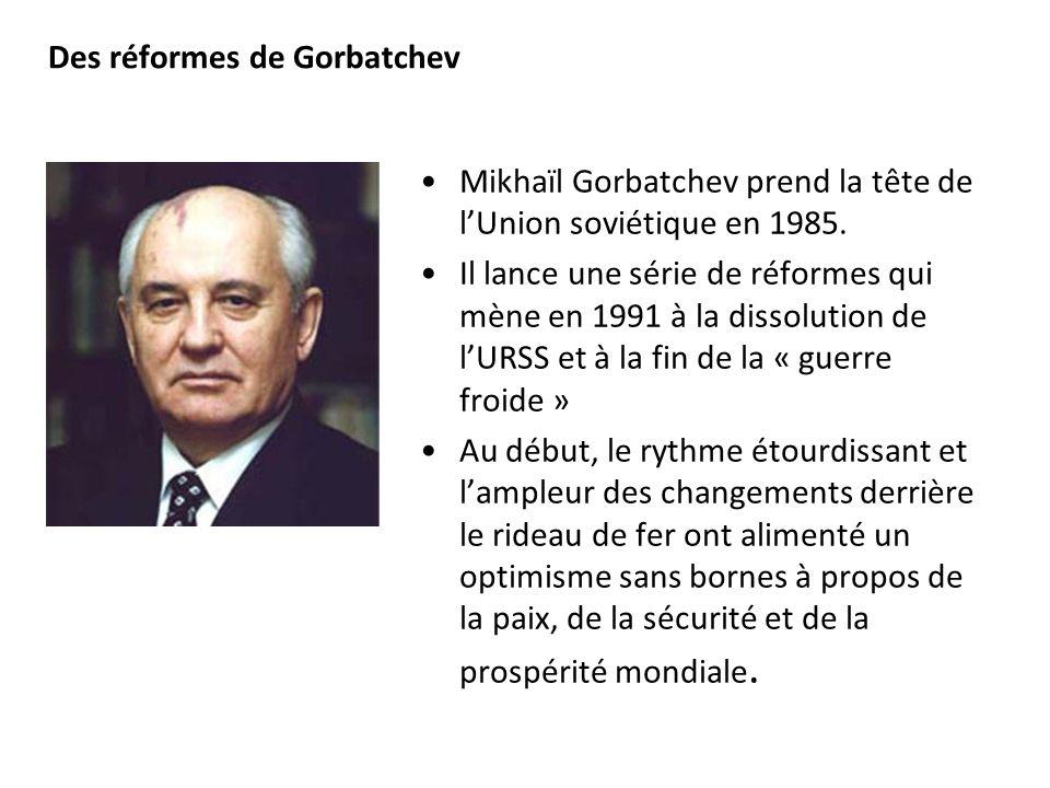 Des réformes de Gorbatchev Mikhaïl Gorbatchev prend la tête de lUnion soviétique en 1985. Il lance une série de réformes qui mène en 1991 à la dissolu