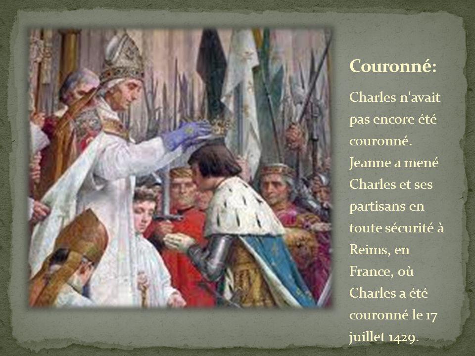 Charles n'avait pas encore été couronné. Jeanne a mené Charles et ses partisans en toute sécurité à Reims, en France, où Charles a été couronné le 17