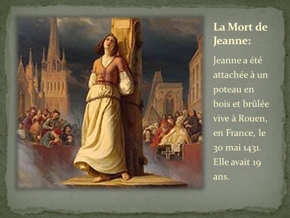 Jeanne a été attachée à un poteau en bois et brûlée vive à Rouen, en France, le 30 mai 1431. Elle avait 19 ans.