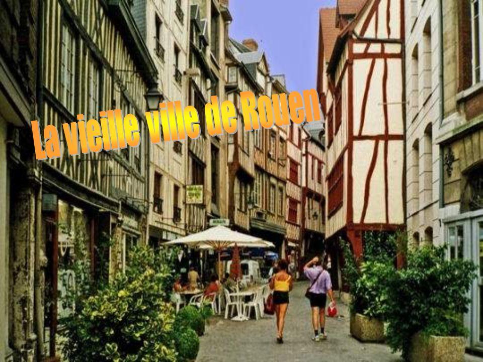 Ville d'histoire et de culture, Saint-Malo est également la ville d'origine de René Chateaubriand. La légende veut qu'il soit né un jour de tempête ;