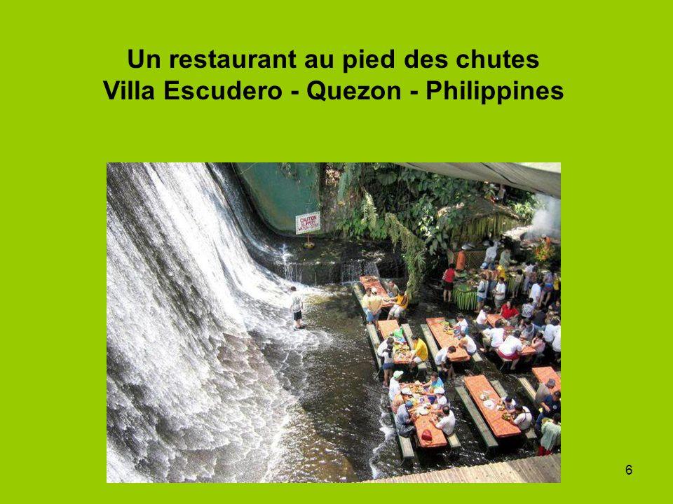 6 Un restaurant au pied des chutes Villa Escudero - Quezon - Philippines
