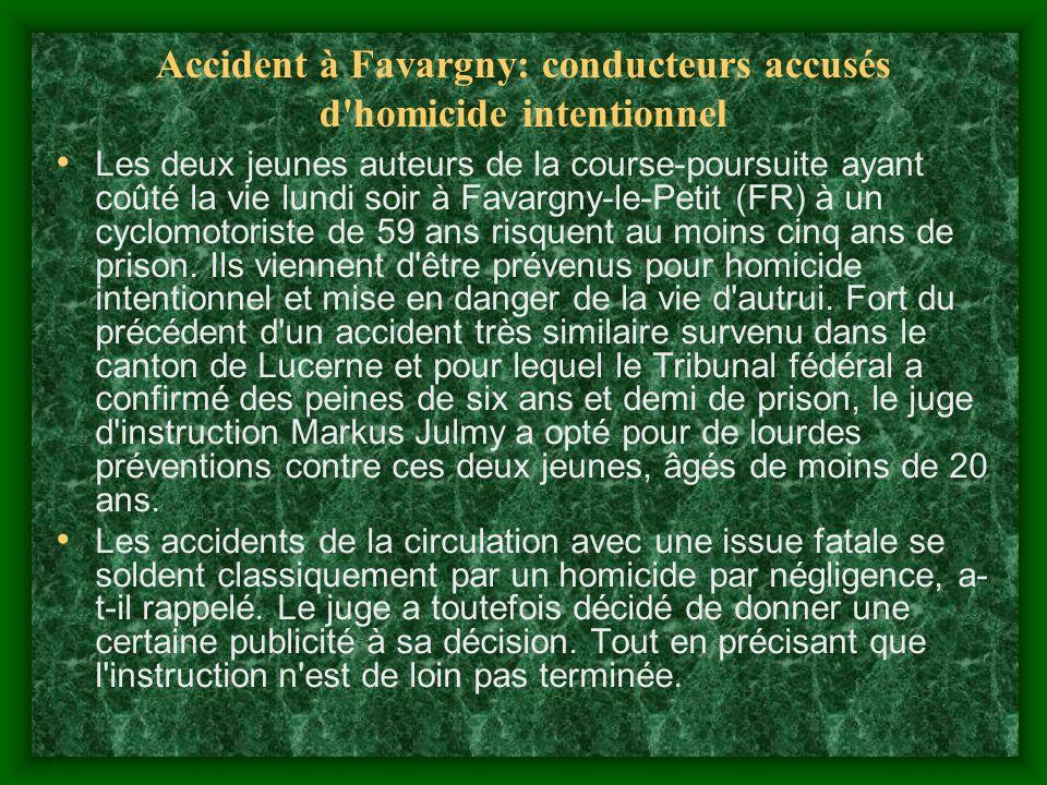 Accident à Favargny: conducteurs accusés d homicide intentionnel Les deux jeunes auteurs de la course-poursuite ayant coûté la vie lundi soir à Favargny-le-Petit (FR) à un cyclomotoriste de 59 ans risquent au moins cinq ans de prison.