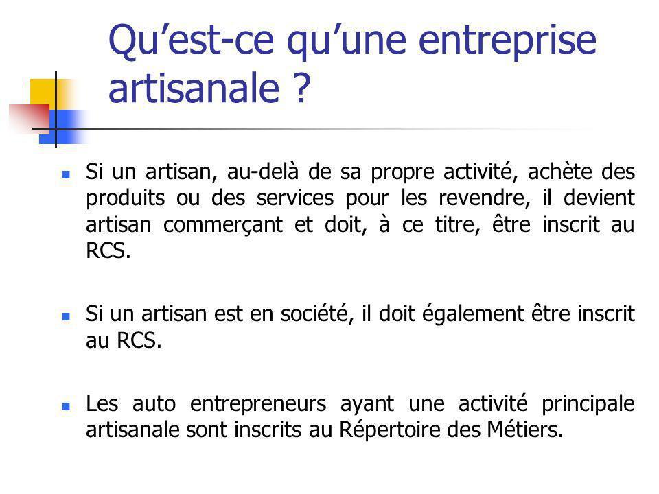 Si un artisan, au-delà de sa propre activité, achète des produits ou des services pour les revendre, il devient artisan commerçant et doit, à ce titre, être inscrit au RCS.