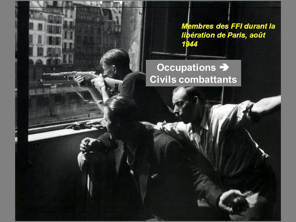 Membres des FFI durant la libération de Paris, août 1944 Occupations Civils combattants