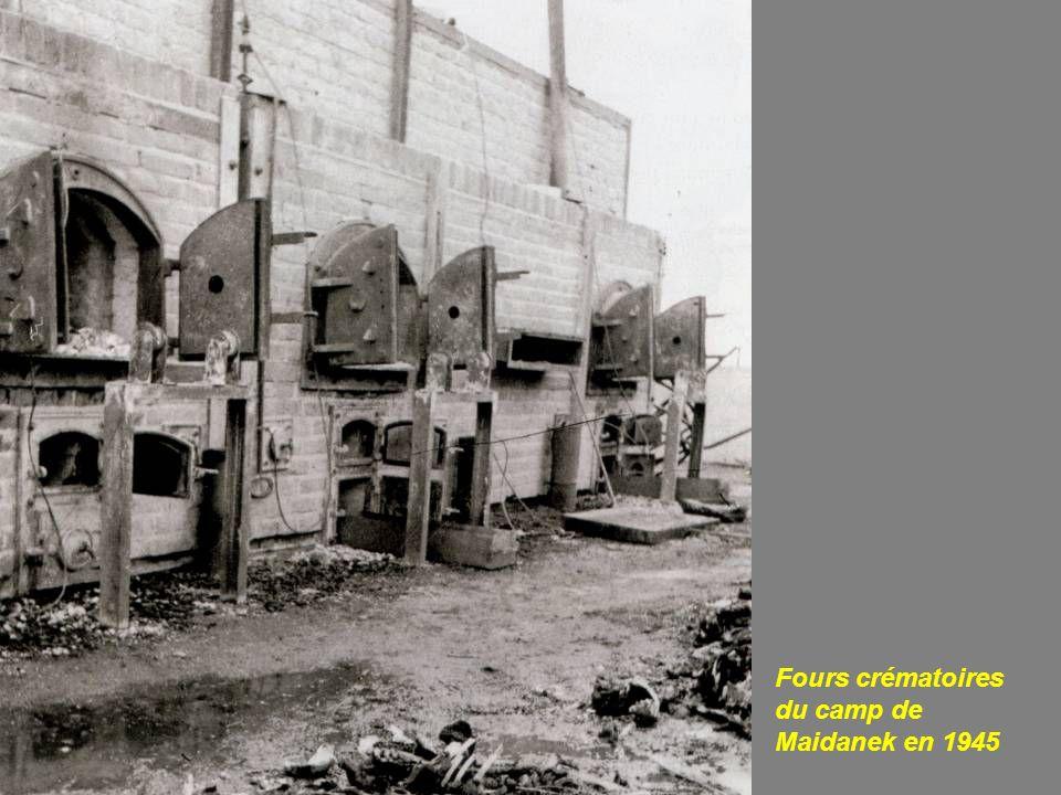 Bûcher crématoire destiné à éliminer les cadavres après le bombardement de Dresde par laviation américano-britannique entre le 13 et le 15 février 1945.