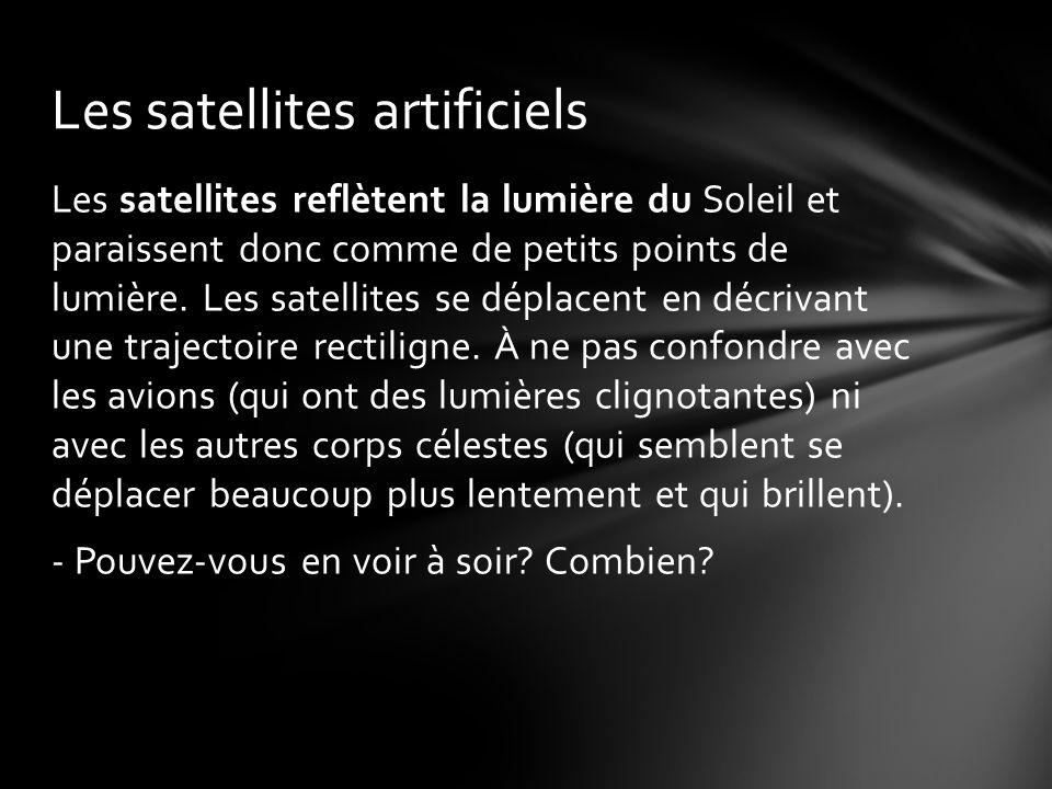 Les satellites reflètent la lumière du Soleil et paraissent donc comme de petits points de lumière.