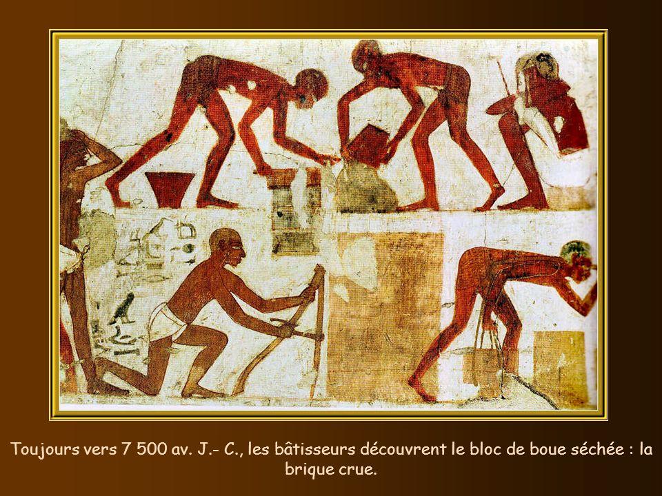Cest vers 7 500 av. J.- C. que fut creusée dans un tronc darbre, la première pirogue pour se déplacer sur leau. 500 ans plus tard, le traineau est uti