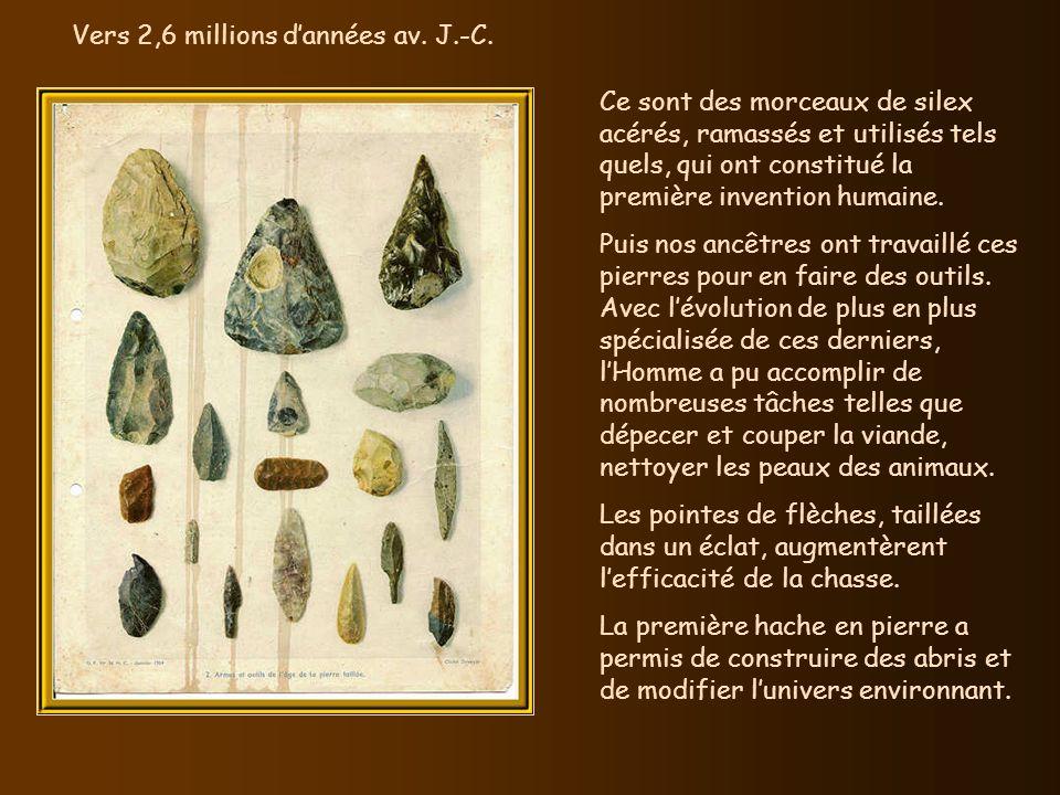 Ce sont des morceaux de silex acérés, ramassés et utilisés tels quels, qui ont constitué la première invention humaine.
