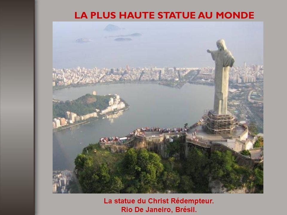 LE PLUS GRAND STADE DU MONDE