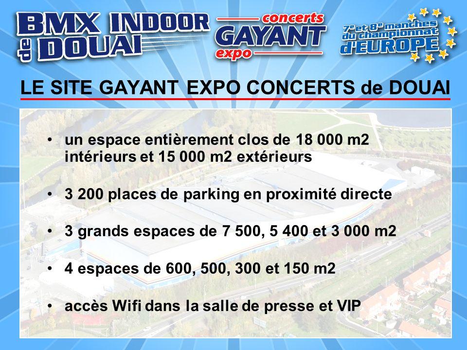 un espace entièrement clos de 18 000 m2 intérieurs et 15 000 m2 extérieurs 3 200 places de parking en proximité directe 3 grands espaces de 7 500, 5 4