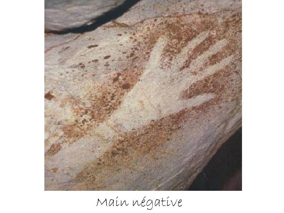 Mains négatives à doigts incomplets près du Grand Puits