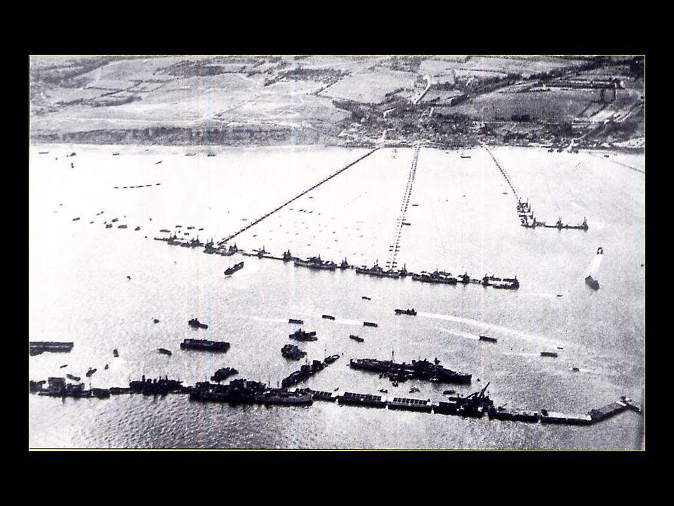 Les Britanniques construisirent dénormes caissons flottants en béton, les Phoenix, qui après avoir été remorqués devaient être assemblés comprenant des pontons reliés à la terre par de véritables chaussées flottantes
