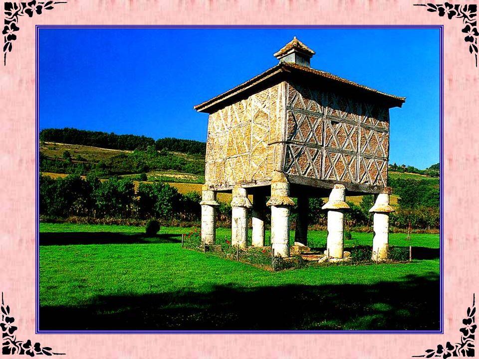 Pigeonnier (Lot-et-Garonne – 47) Il ne sagit pas, dans ces régions du sud de la France, de pigeons voyageurs. Mais la fiente des pigeons était précieu