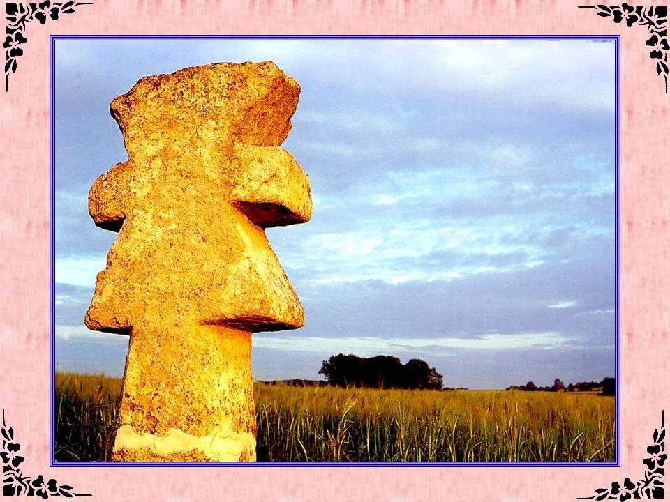 Les croix pattées (Val dOise – 95) Situées au coeur du Massif primaire de la Serre, ou dans les villages alentour, 43 croix ont été répertoriées. Leur