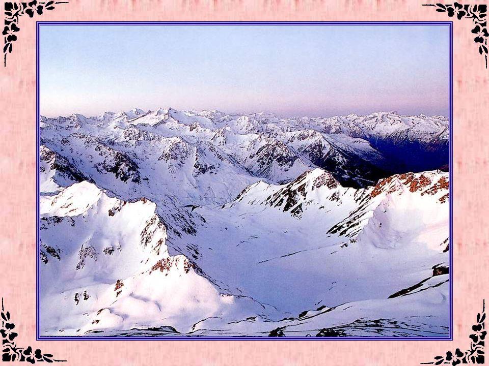 La Chaîne des Pyrénées (Hautes-Pyrénées – 65) Les Pyrénées, vous connaissez. Je vous en parle souvent, je vous les présente souvent. Mais plutôt sous