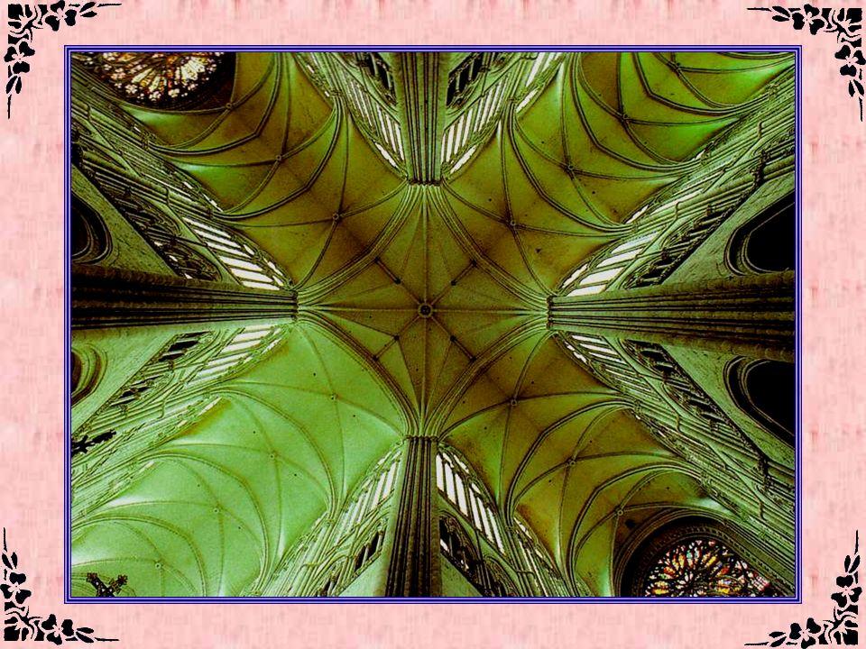 La cathédrale dAmiens (Somme – 80) Inscrite depuis 1981 au Patrimoine mondial de l'Unesco, la cathédrale d'Amiens est, avec son volume intérieur de 20