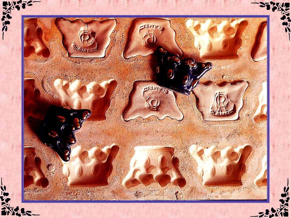 Fèves en porcelaine (Nièvre – 58) La faïencerie Colas a été fondée en 1790 et, depuis cette date, de génération en génération, la famille continue la