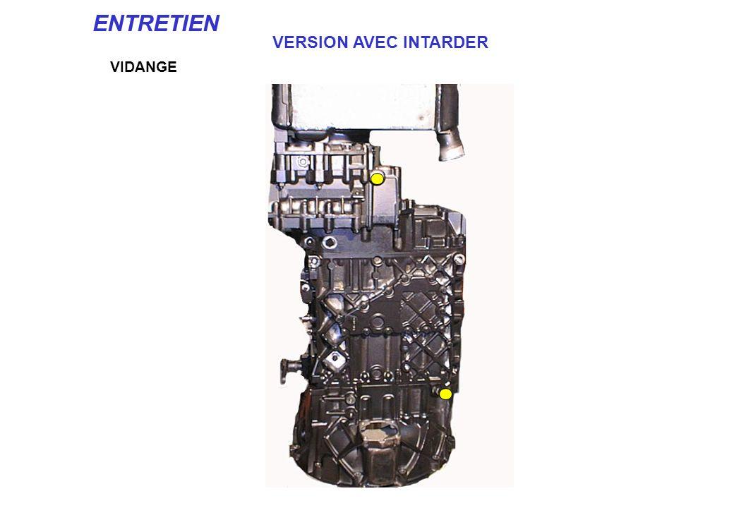 VIDANGE ENTRETIEN 16 S REMPLISSAGE NIVEAU Véhicule en statique: faire tourner le moteur pendant 5 mn. Arrêter - Laisser reposer pendant 5 mn. Compléte