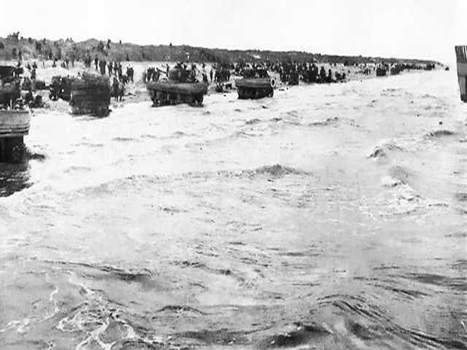 Le 6 juin 1944 à 6h 30 du matin, le 8e régiment de la 4e division dinfanterie américaine du général Barton, épaulé par des chars amphibies, débarque d