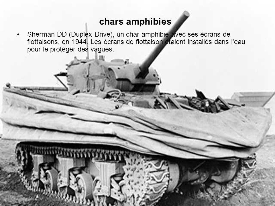 Sherman DD (Duplex Drive), un char amphibie avec ses écrans de flottaisons, en 1944.