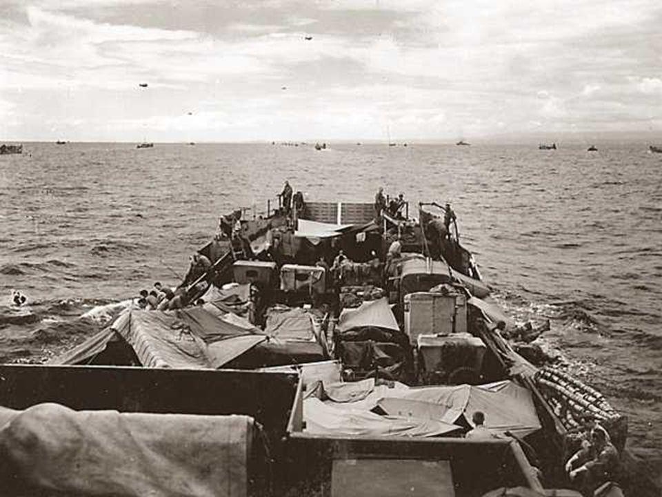 A laube, les Allemands, incrédules, découvrent devant leurs yeux une mer couverte de bateaux. Lopération Neptune, première phase du plan Overlord, qui