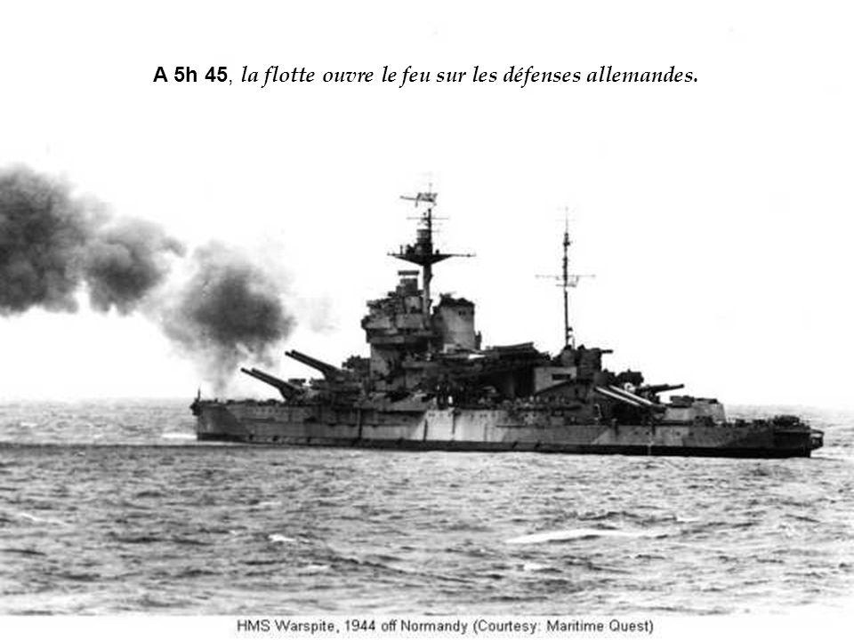 Larmada alliée qui traverse la Manche dans la nuit du 5 au 6 juin ne compte pas moins de 4 300 navires de toutes tailles (sans compter les 2 600 barge