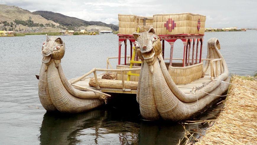 Le lac Titicaca est situé entre la Bolivie et le Pérou, dans la Cordillère des Andes A 3 812 m daltitude, c'est le plus haut lac navigable du monde Av